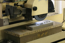 Machine for precision shape grinding (2)